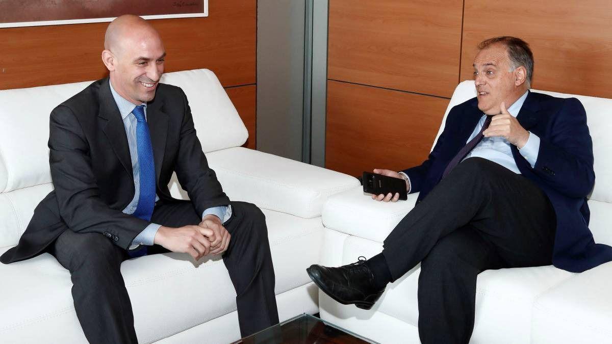 La guerra por el timón del fútbol español es oficial: Tebas y Rubiales ya se insultan