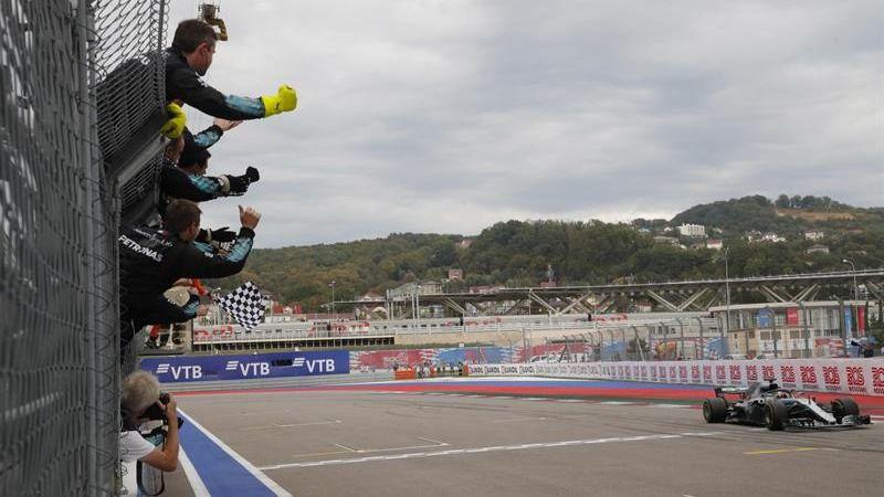GP de Rusia. Mercedes manda y Bottas regala el triunfo a Hamilton