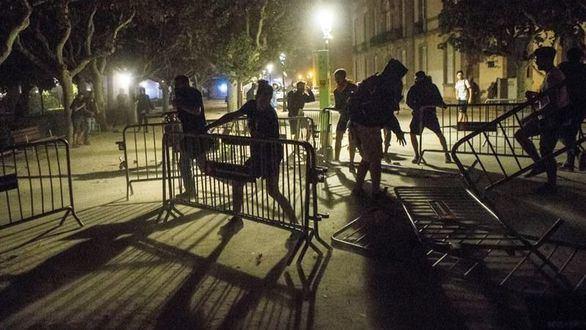 Radicales independentistas intentan asaltar el Parlament