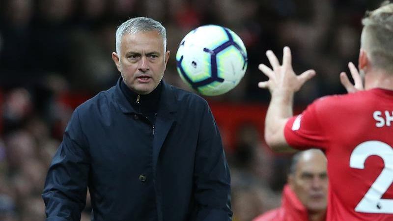 El United remonta un 0-2 en el último minuto y Mourinho burla el despido