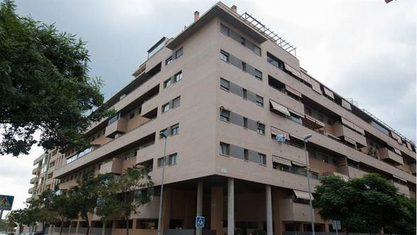 Un amigo de la familia arroja a la hija por la ventana y se suicida en Málaga