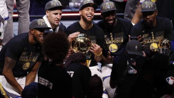 Arranca el curso con los Warriors obsesionados con su último anillo en Oakland
