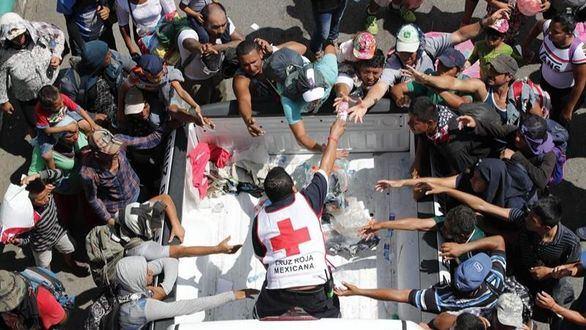 La caravana migrante de Honduras estalla en México y Trump amenaza