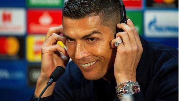 Cristiano Ronaldo da una rueda de prensa con un reloj de 2 millones de euros