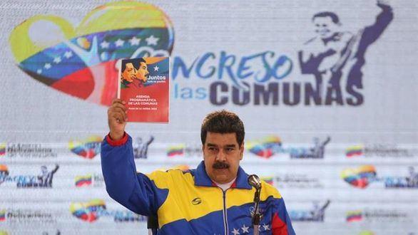 Pence asegura que Maduro financió la caravana de migrantes y éste le llama