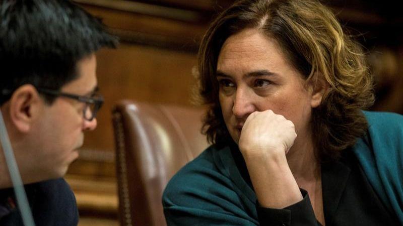 La Barcelona de Colau reprueba al Rey y pide abolir la monarquía