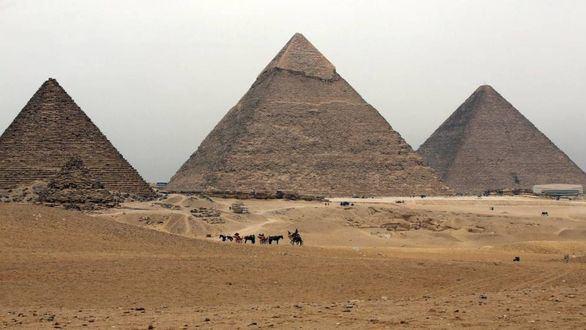 Egipto reabre al público la pirámide de Kefrén, pero cierra la de Micerinos