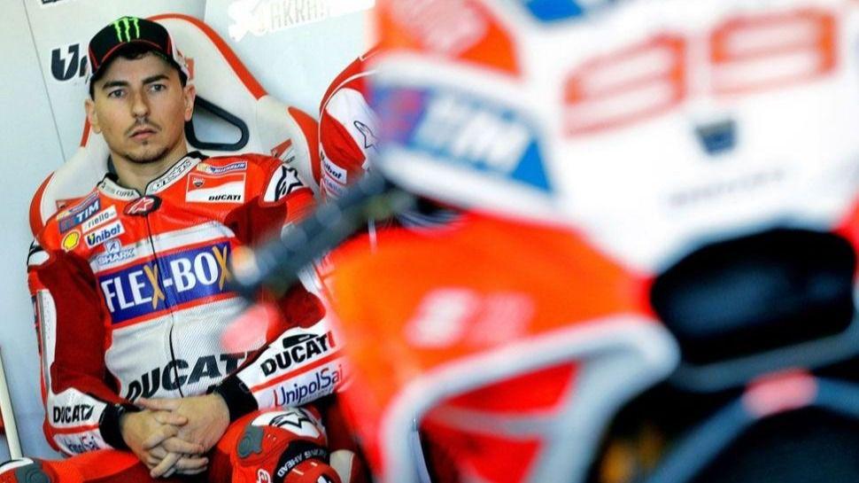 MotoGP. Lorenzo entra en la guerra con Dovizioso antes de salir de Ducati