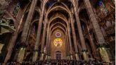 El 'espectáculo del ocho' atrae a cientos de personas a la Catedral de Palma
