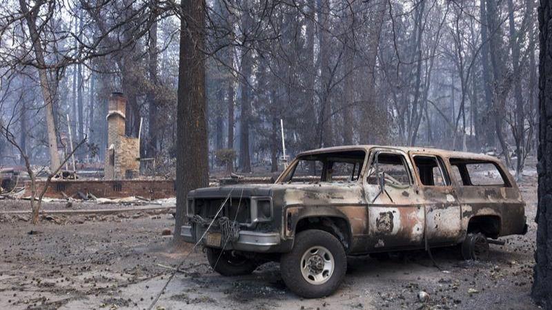 Elevan a 74 muertos y más de mil los desaparecidos en los incendios de EEUU