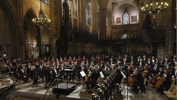 Hasta 600 personas dicen adiós a Montserrat Caballé en la Catedral de Barcelona