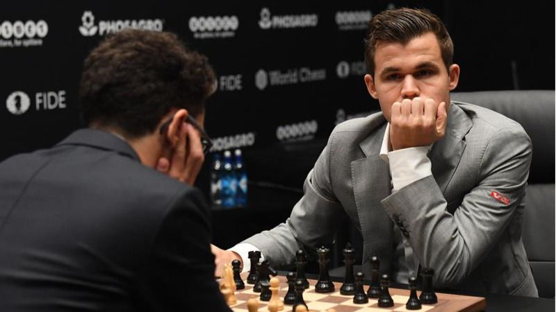 Carlsen retiene el Mundial de Ajedrez tras vencer en las rápidas a Caruana