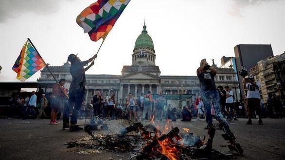 Miles de manifestantes protestan contra el G20 en Buenos Aires