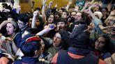 Estudiantes boicotean un acto de Ciudadanos en el Liceu de Barcelona.