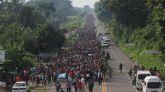Migrantes hondureños caminan hacia la ciudad de Tapachula, trayecto obligado rumbo a su objetivo, Estados Unidos hoy.