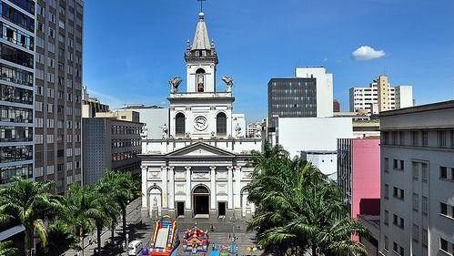 Mata a cuatro fieles en una catedral brasileña y se suicida frente al altar
