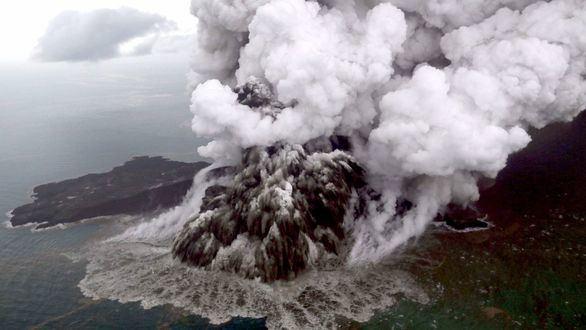 Indonesia eleva el nivel de alerta por la erupción del Anak Krakatoa