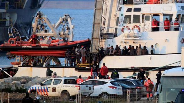 El Open Arms llega a Algeciras con 300 inmigrantes a bordo