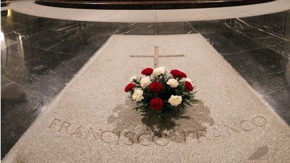 El Gobierno prohibirá inhumar a Franco en La Almudena