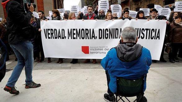 Las víctimas se enfrentan a la 'celda' y a los proetarras en Pamplona
