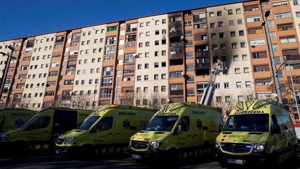 Tres muertos y una veintena de heridos en un incendio en Badalona