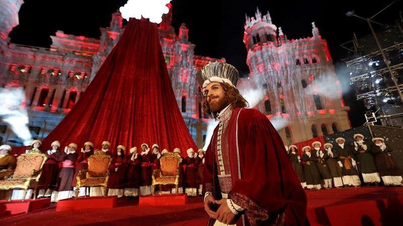 Las cabalgatas de los Reyes Magos llenan de ilusión las calles españolas
