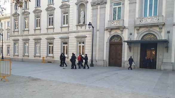 En libertad los ocho miembros de Arran detenidos por pintar el Supremo
