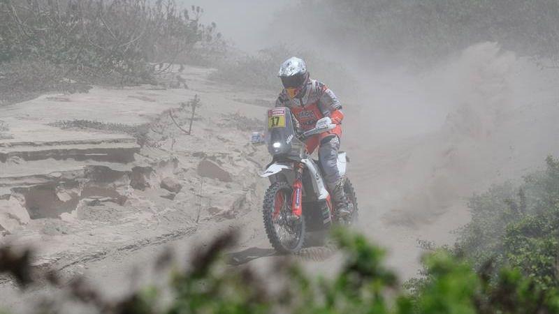 Joan Barreda es evacuado y Carlos Sainz pierde tres horas en la tercera etapa