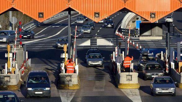 El peaje de 8 de las 9 autopistas rescatadas baja el martes un 30%