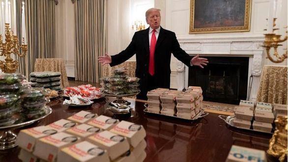 Trump invita a hamburguesas en la Casa Blanca por el cierre de la Administración