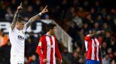 El Valencia remonta a un Sporting que duró una mitad |3-0