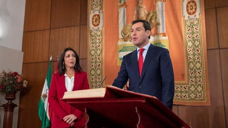 Casado, Rajoy y Santamaría arropan a Moreno en su toma de posesión