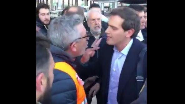 Un grupo de taxistas increpa a Rivera en Atocha: