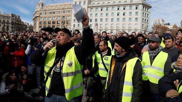 Dimite el líder del comité de huelga de taxistas de Barcelona