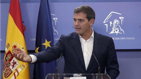 Rivera promete una legislación nacional para el taxi y VTC