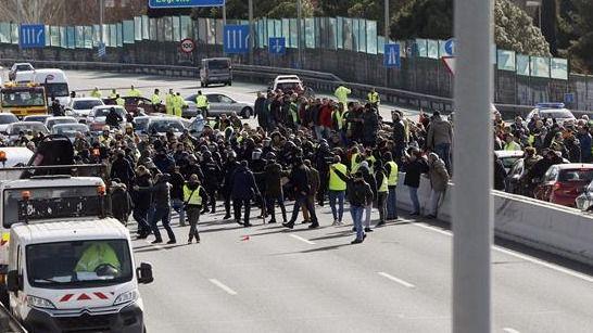 Ocho taxistas inician una huelga de hambre en el quinto día de paros en Madrid