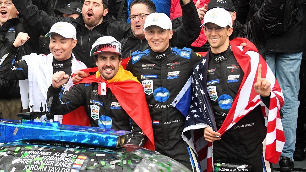 24 Horas de Daytona. Alonso luce leyenda y se destaca campeón