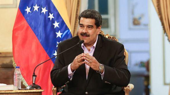 Maduro titubea, acuciado por la presión internacional