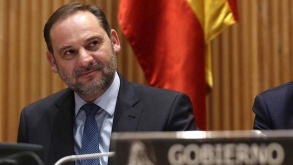 Ábalos culpa a Rajoy del conflicto del taxi, siete meses después de jurar como ministro