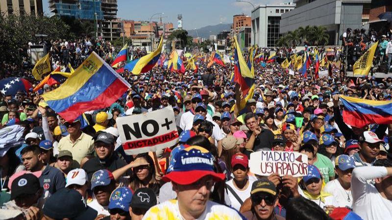 Cientos de miles de venezolanos se echan a la calle para pedir a Maduro que se vaya