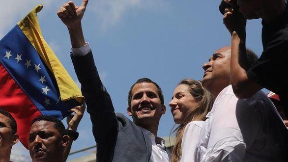 Guaidó desafía a Maduro y anuncia la entrada de ayuda exterior