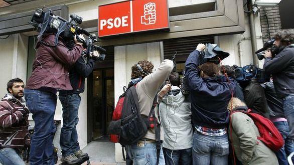 Ferraz intenta aplacar el desconcierto en el PSOE por el relator