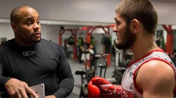 UFC. Khabib pone el cebo a Mayweather y atiza a Las Vegas