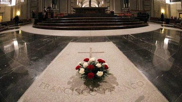 El Gobierno da 15 días a los Franco para elegir una nueva sepultura