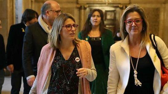 Las diputadas de JxCat, Elsa Artadi (i) y Anna Tarrès (d), tras la reunión hoy de JxCat y ERC en el Parlament, para desencallar el camino hacia la invesidura del presidente de la Generalidad.