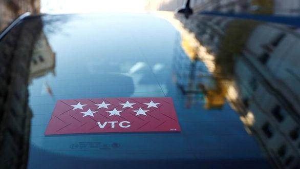 Carmena propone que los VTC tengan el mismo límite horario que los taxis