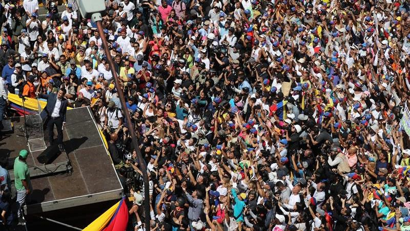 Venezuela vuelve a echarse a la calle para pedir ayuda, espoleada por Guaidó