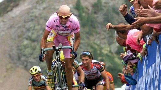 Giro. Italia, como a Coppi, sigue haciendo reverencias a Marco Pantani
