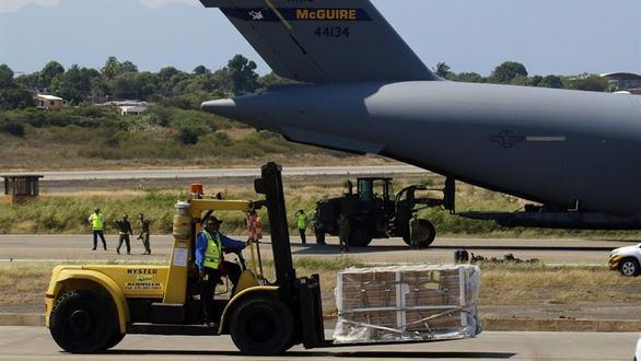 Militares de EEUU dejan en Colombia la ayuda para Venezuela