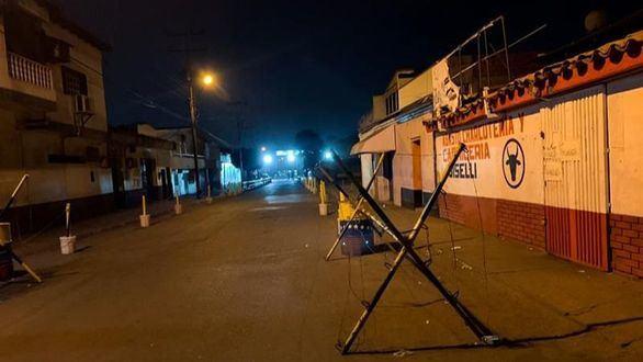Maduro cierra la frontera y EEUU amenaza con intervenir militarmente